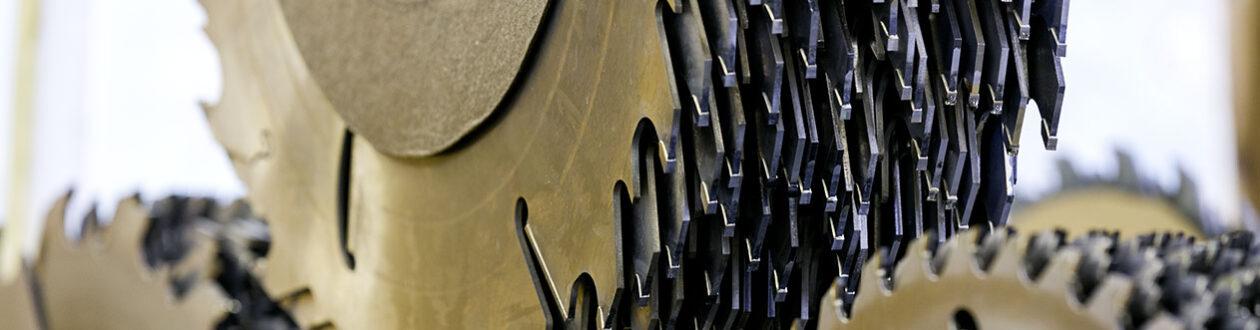 Sägeblätter im Sägewerk von Mercer Timber Products in Friesau, Deutschland